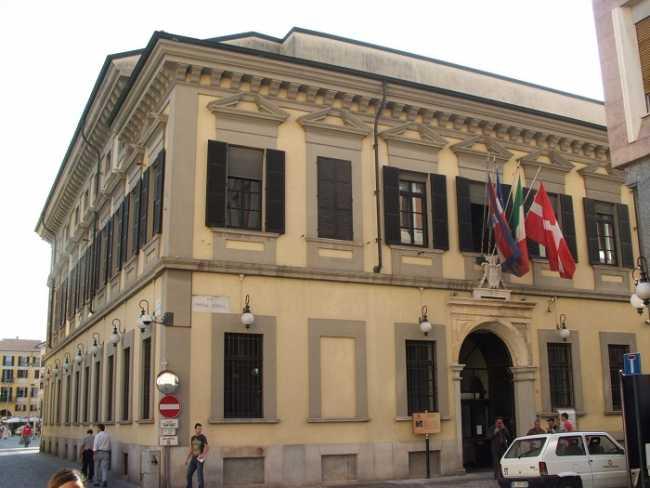 Novara Palazzo Cabrino Comune DSCF0916