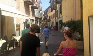 arona turisti via stretta