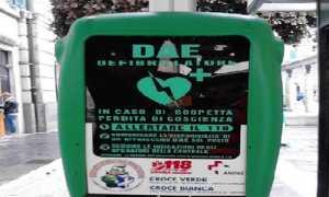 defibrillatore palo
