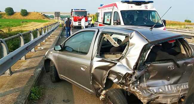 incidente autostrada vigili ambulanza utilitaria giu17