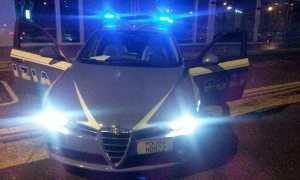 polizia notte auto lampeggianti