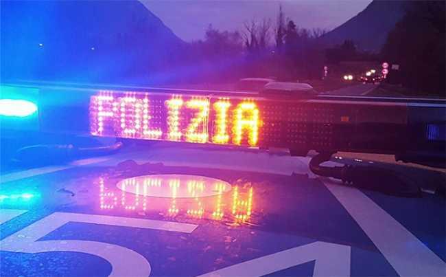 polizia scritta luminosa autostrada