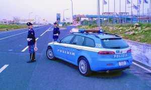 polizia stradale uomini paletta